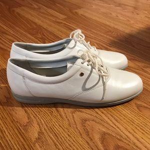White easyspirit motion Oxford shoes